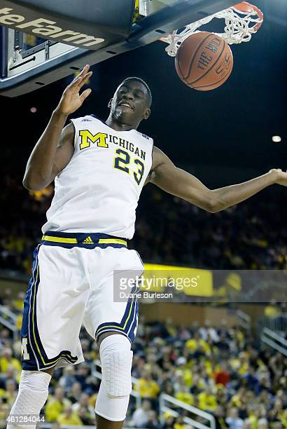 Caris LeVert of the Michigan Wolverines dunks against the Minnesota Golden Gophers during the first half at Crisler Arena on January 10 2015 in Ann...