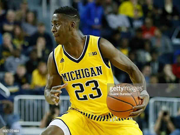 Caris LeVert of the Michigan Wolverines looks to pass the ball against the Xavier Musketeers during the first half at Crisler Arena on November 20...