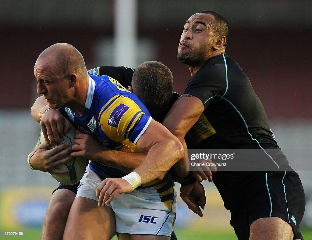 Carl Ablett of Leeds Rhinos looks to get away from London Broncos <a gi-track='captionPersonalityLinkClicked' href=/galleries/search?phrase=Antonio+Kaufusi&family=editorial&specificpeople=546208 ng-click='$event.stopPropagation()'>Antonio Kaufusi</a> during the Super League match between London Broncos and Leeds Rhinos at Twickenham Stoop on August 01, 2013 in London, England.