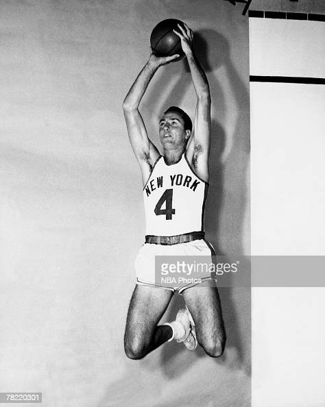 Carl Braun of the New York Knicks poses for an action portrait circa 1950 in New York New York NOTE TO USER User expressly acknowledges and agrees...