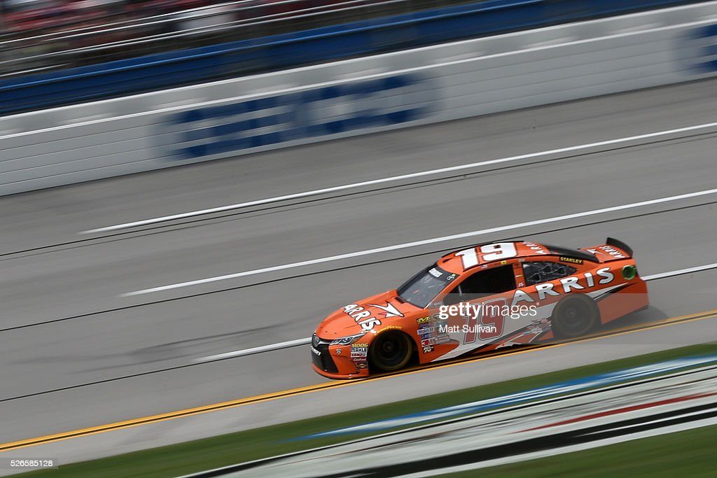 <a gi-track='captionPersonalityLinkClicked' href=/galleries/search?phrase=Carl+Edwards&family=editorial&specificpeople=193803 ng-click='$event.stopPropagation()'>Carl Edwards</a>, driver of the #19 ARRIS Toyota, races during qualifying for the NASCAR Sprint Cup Series GEICO 500 at Talladega Superspeedway on April 30, 2016 in Talladega, Alabama.