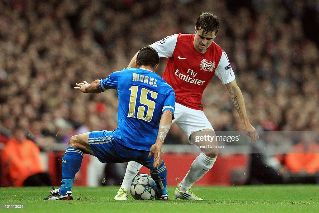 <a gi-track='captionPersonalityLinkClicked' href=/galleries/search?phrase=Carl+Jenkinson&family=editorial&specificpeople=7935131 ng-click='$event.stopPropagation()'>Carl Jenkinson</a> of Arsenal battles for the ball with <a gi-track='captionPersonalityLinkClicked' href=/galleries/search?phrase=Jeremy+Morel&family=editorial&specificpeople=650503 ng-click='$event.stopPropagation()'>Jeremy Morel</a> of Olympique de Marseille during the UEFA Champions League Group F match between Arsenal FC v Olympique de Marseille at Emirates Stadium on November 1, 2011 in London, England.