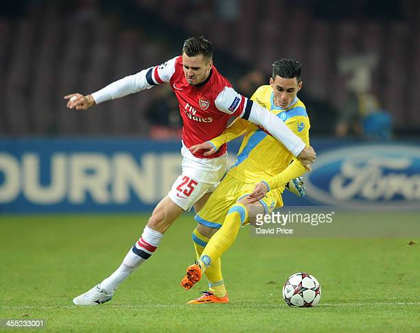 Carl Jenkinson of Arsenal bursts past Jose Callejon of Napoli during the match Napoli against Arsenal in the UEFA Champions League at Stadio San...
