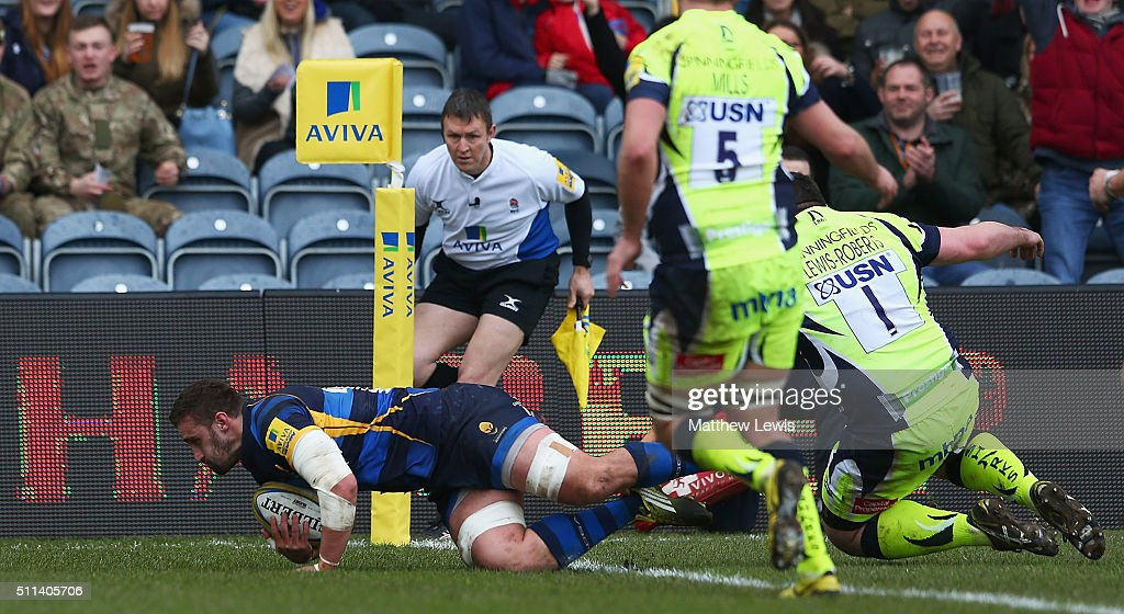 Carl Kirwan of Worcester Warriors scores a try during the Aviva Premiership match between Worcester Warriors and Sale Sharks at Sixways Stadium on...