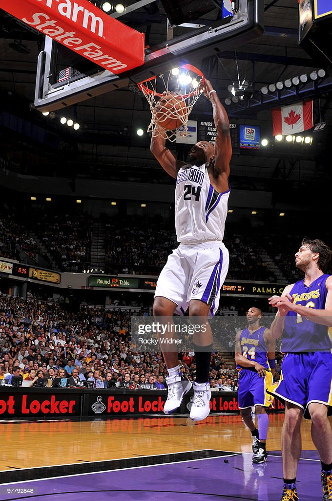 Carl Landry #24 of the Sacramento Kings dunks the ball against the Los Angeles Lakers on March 16, 2010 at ARCO Arena in Sacramento, California.