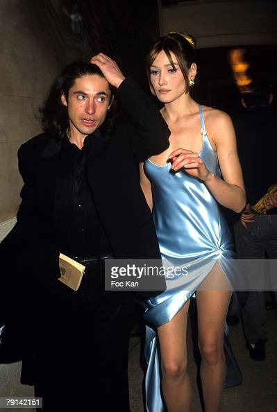 Carla Bruni and Arno Klarsfeld attend the Gianni Versace High Fashion Show at the Ritz Hotel on January 131995 in Paris France