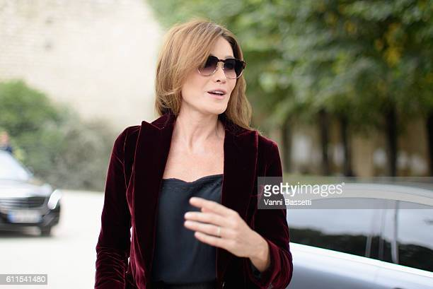 Carla Bruni arrives at the Christian Dior show as part of the Paris Fashion Week Womenswear Spring/Summer 2017 on September 30 2016 in Paris France