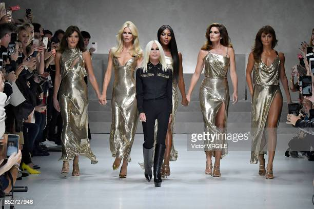 Carla Bruni Claudia Schiffer Donatella Versace Naomi Campbell Cindy Crawford and Helena Christensen walks the runway at the Versace Ready to Wear...
