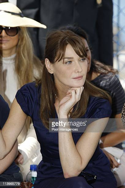 Carla Bruni Sarkozy attends a fashion show in the favela Pavao Pavouzinho near Copacabana in Rio de Janeiro Brazil On December 23 2008Carla Bruni...