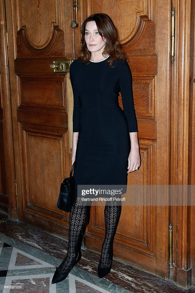 carla-bruni-sarkozy-attends-the-givenchy-menswear-fallwinter-20172018-picture-id632207220