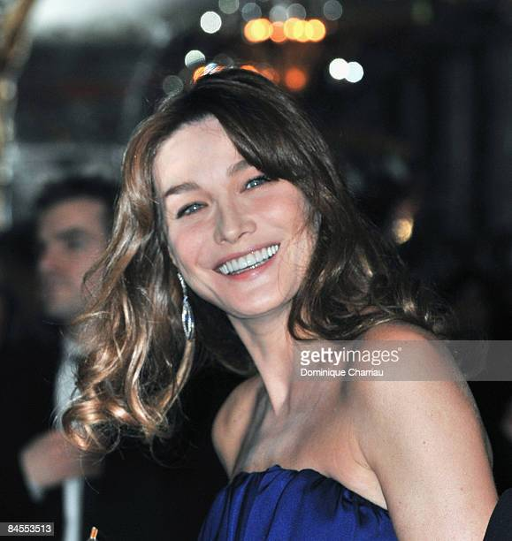 Carla BruniSarkozy attends the Fashion Dinner for Aids at the Pavillon d'Armenonville on January 28 2009 in Paris France