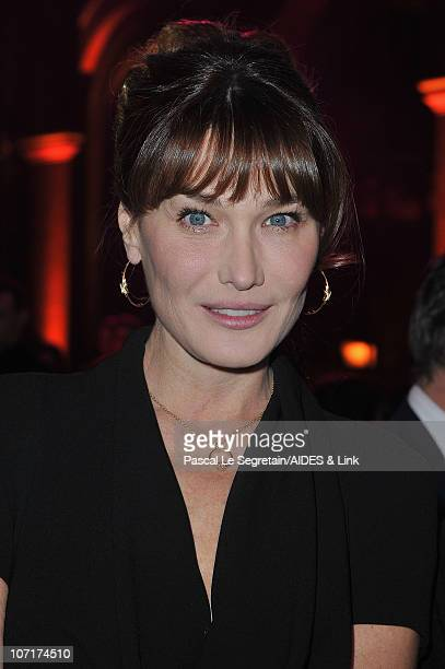 Carla BruniSarkozy poses as she attends the Aides Gala Diner at Les BeauxArts de Paris on November 27 2010 in Paris France