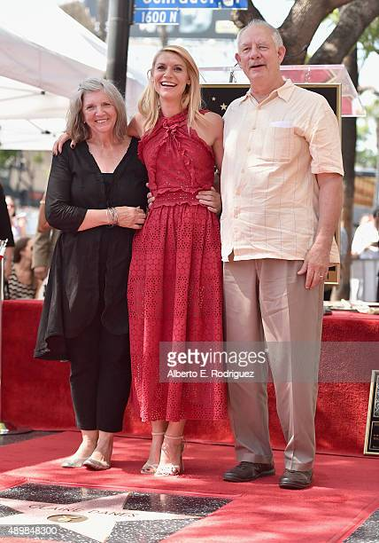 Carla Danes actress Claire Danes and Christopher Danes attend a ceremony honoring Claire Danes with the 2559th Star on the Hollywood Walk of Fame on...