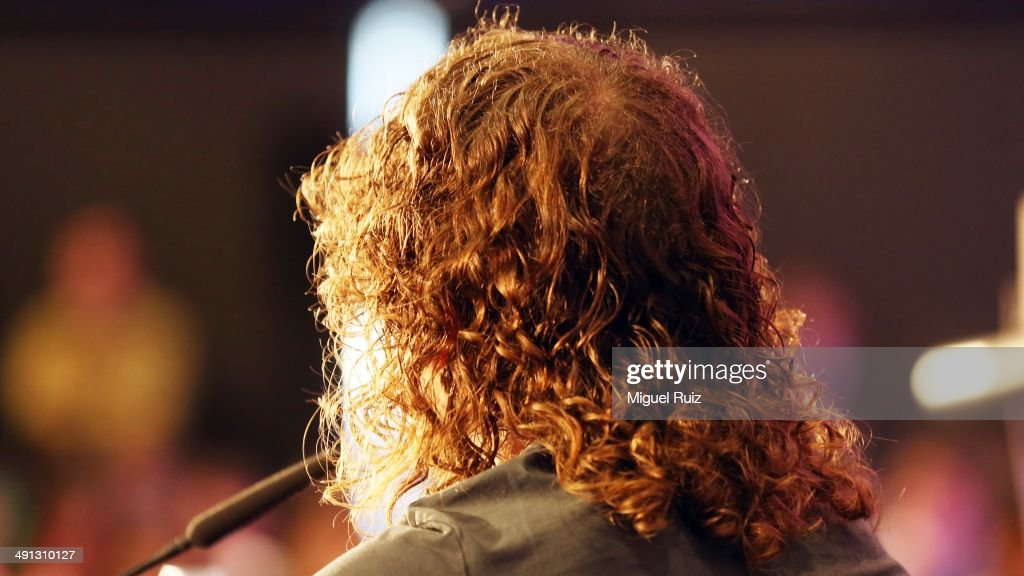 <a gi-track='captionPersonalityLinkClicked' href=/galleries/search?phrase=Carles+Puyol&family=editorial&specificpeople=211383 ng-click='$event.stopPropagation()'>Carles Puyol</a> gives an speech during the farewell press conference as Puyol leaves FC Barcelona at the Auditorium 1899 on May 15, 2014 in Barcelona, Spain.