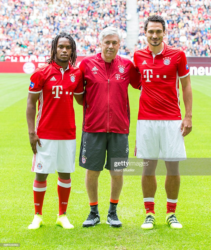 ¿Cuánto mide Renato Sanches? - Real height Carlo-ancelotti-mats-hummels-and-renato-sanches-of-fc-bayern-munich-picture-id586409384
