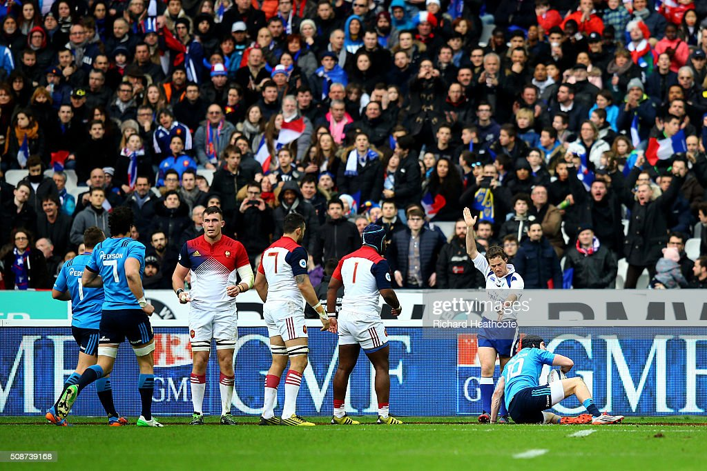 Carlo Canna of Italy scores a try during the RBS Six Nations match between France and Italy at Stade de France on February 6, 2016 in Paris, France.