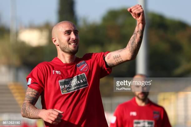 Carlo Ilari of Teramo Calcio 1913 celebrate the goal of 21 during the Lega Pro 17/18 group B match between Teramo Calcio 1913 and Calcio Padova at...