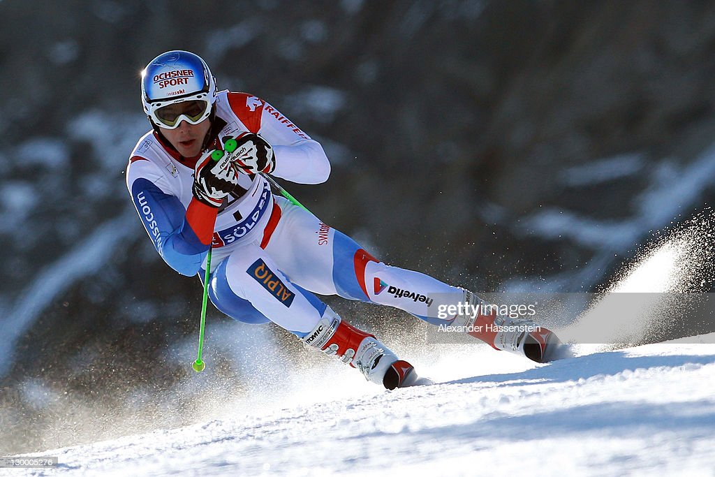 <a gi-track='captionPersonalityLinkClicked' href=/galleries/search?phrase=Carlo+Janka&family=editorial&specificpeople=5622589 ng-click='$event.stopPropagation()'>Carlo Janka</a> of Switzerland competes in the Men's Giant Slalom event of the Men's Alpine Skiing FIS World Cup at the Rettenbachgletscher on October 23, 2011 in Soelden, Austria.