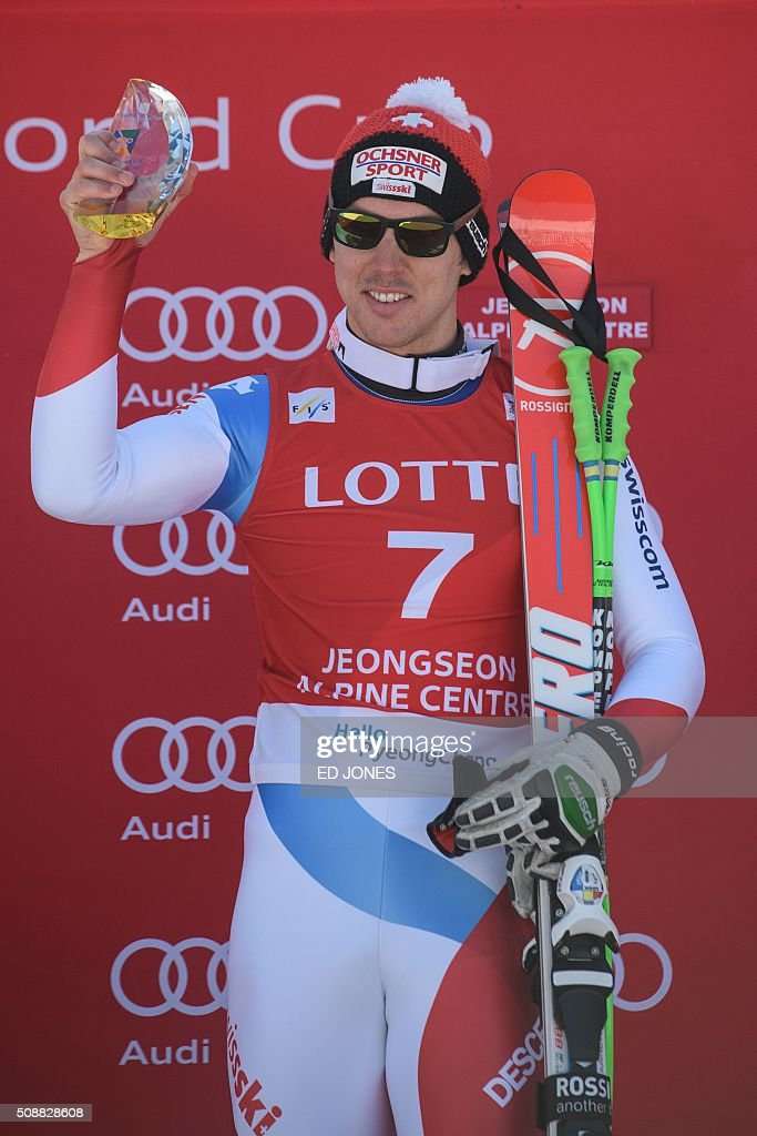 Carlo Janka of Switzerland holds his trophy on the podium after winning the 8th men's super-G event at the FIS Alpine Ski World Cup in Jeongseon county, some 150 kms east of Seoul on February 7, 2016. The FIS Ski Men's World Cup runs from February 6 to 7 and is the first official test event for the Pyeongchang 2018 Winter Olympics. AFP PHOTO / Ed Jones / AFP / ED JONES