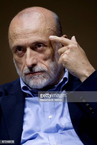 Carlo Petrini founder of Slow Food attends the Turin 2009 International Book Fair on May 15 2009 in Turin Italy The International Book Fair of Turin...