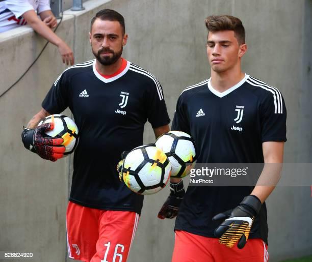 LR Carlo Pinsoglio of Juventus FC and Mattia del Favero of Juventus FC during the Friendly match between Tottenham Hotspur and Juventus at Wembley...