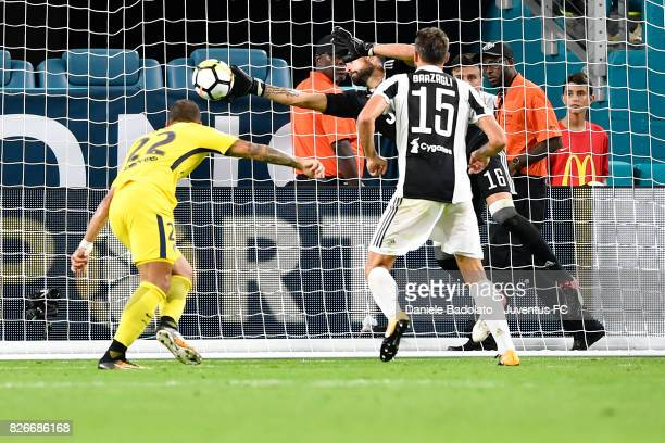 Carlo Pinsoglio of Juventus in action during the International Champions Cup 2017 match between Paris Saint Germain and Juventus at Hard Rock Stadium...