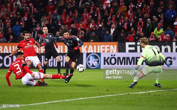 Carlo Robert Lewandowski of Bayern Munich scores a goal during the Bundesliga match between 1 FSV Mainz 05 and Bayern Muenchen at Opel Arena on...