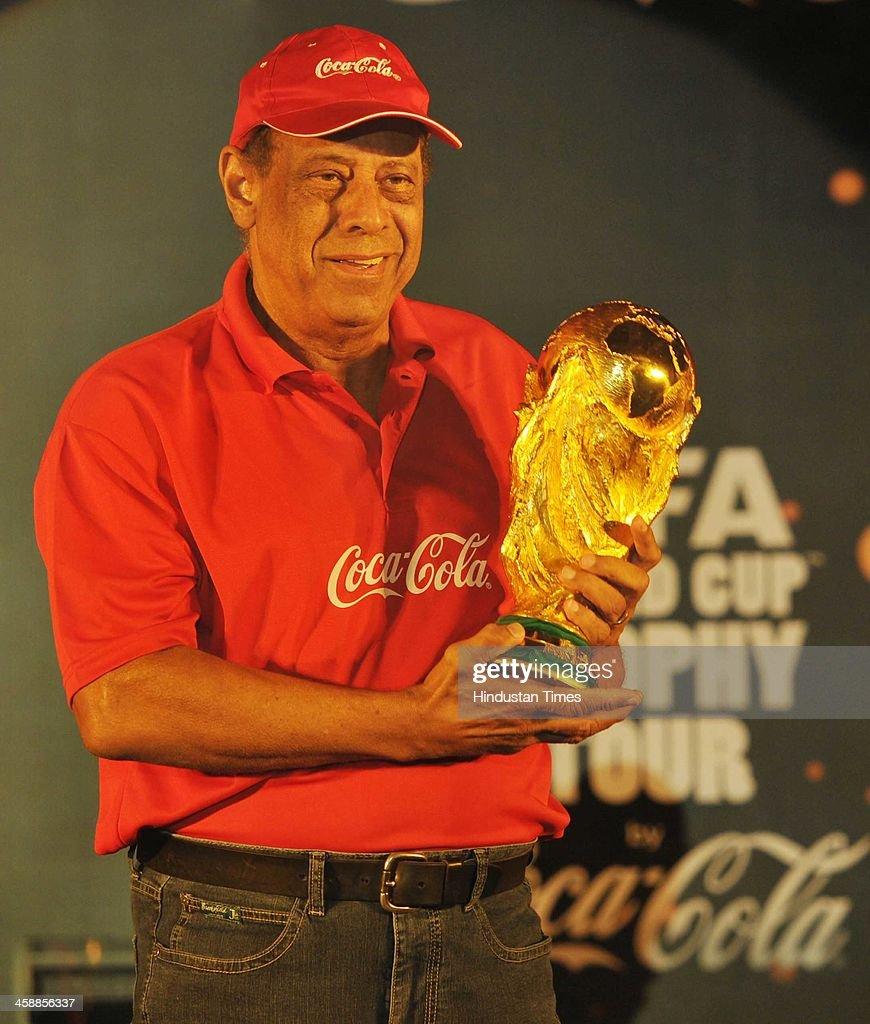 Fotos e imagens de FIFA World Cup Trophy Unveiled In Kolkata