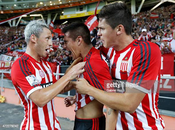 Carlos Auzqui of Estudiantes celebrates with Guido Carrillo and Israel Damonte after scoring the opening goal during a first leg match between...