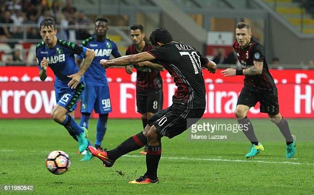 Carlos Bacca of AC Milan segna il suo gol dal dischetto di rigore during the Serie A match between AC Milan and US Sassuolo at Stadio Giuseppe Meazza...