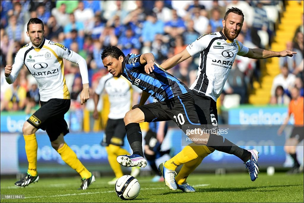 Carlos Bacca of Club Brugge KV battles for the ball with Mijat Maric of Sporting Lokeren OVL (R) during the Jupiler Pro League play-off 1 match between Club Brugge and Sporting Lokeren on May 5, 2013 in Brugge, Belgium.