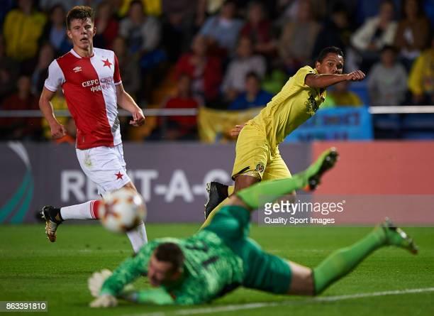 Carlos Bacca of Villarreal in action during the UEFA Europa League group A match between Villarreal CF and Slavia Praha at Estadio de La Ceramica on...