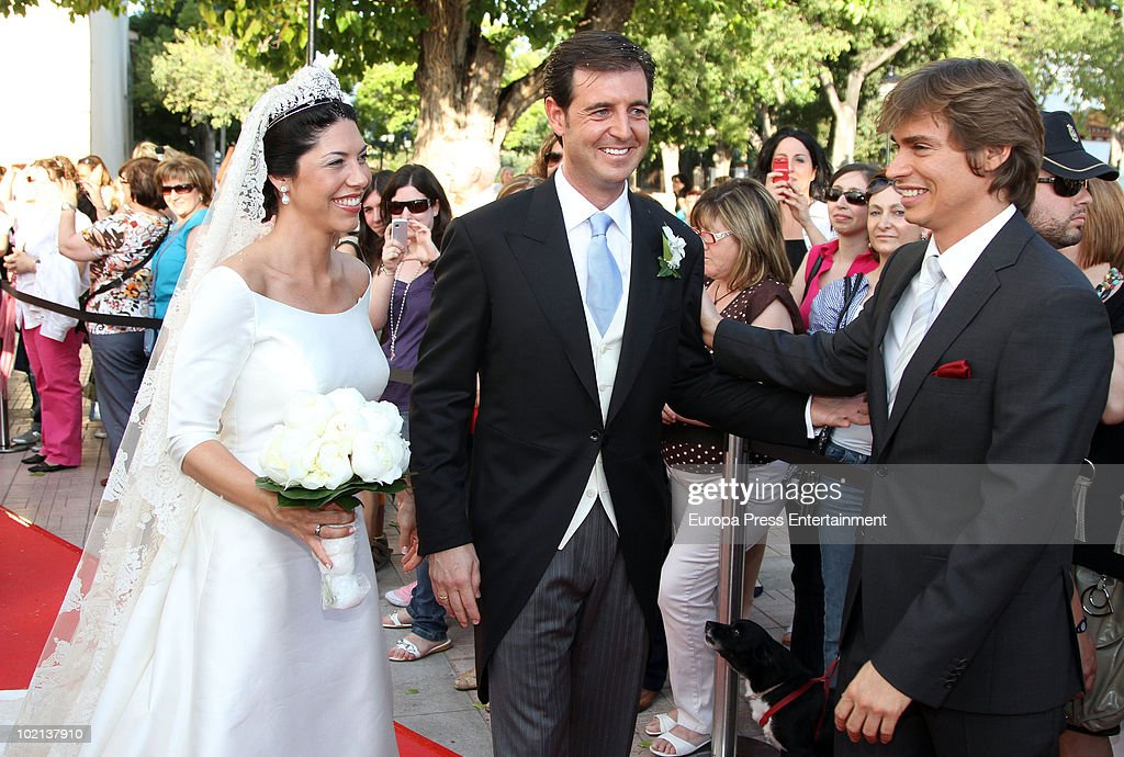 <a gi-track='captionPersonalityLinkClicked' href=/galleries/search?phrase=Carlos+Baute&family=editorial&specificpeople=2089918 ng-click='$event.stopPropagation()'>Carlos Baute</a> (R) attends the wedding of Manuel Colonques, son of the president of Porcelanosa company (C) and Cristina Babiloni (L) on June 11, 2010 in Castellon de la Plana, Spain.