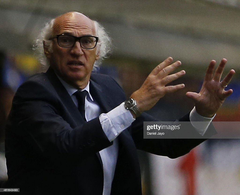 <a gi-track='captionPersonalityLinkClicked' href=/galleries/search?phrase=Carlos+Bianchi&family=editorial&specificpeople=772885 ng-click='$event.stopPropagation()'>Carlos Bianchi</a>, of Boca Juniors, during a match between Boca Juniors and River Plate as part of 10th round of Torneo Final 2014 at Alberto J. Armando Stadium on March 30, 2014 in Buenos Aires, Argentina.