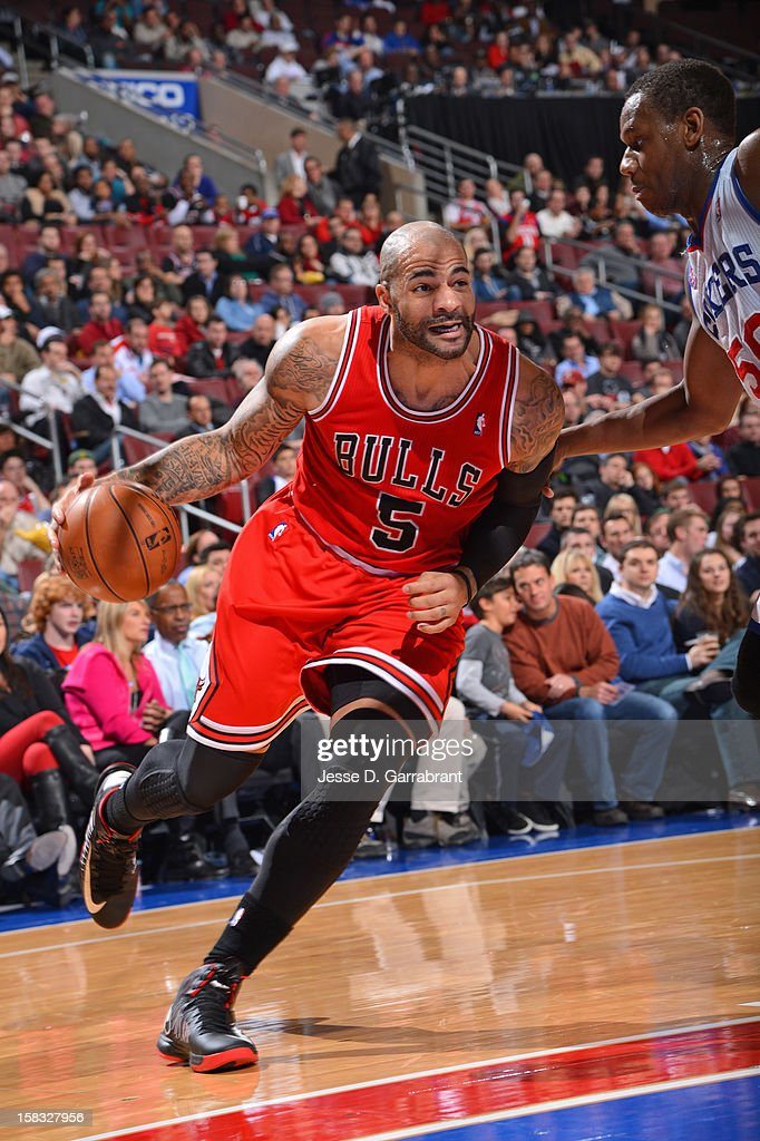Carlos Boozer #5 of the Chicago Bulls drives to the basket against the Philadelphia 76ers on December 12, 2012 at the Wells Fargo Center in Philadelphia, Pennsylvania.