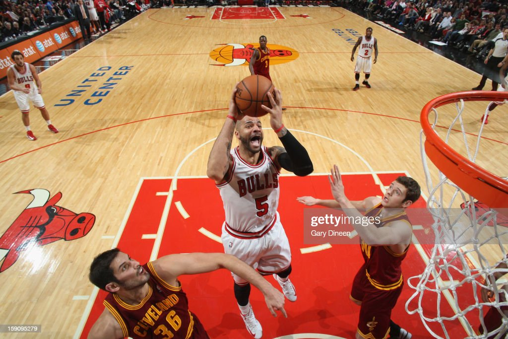 <a gi-track='captionPersonalityLinkClicked' href=/galleries/search?phrase=Carlos+Boozer&family=editorial&specificpeople=201638 ng-click='$event.stopPropagation()'>Carlos Boozer</a> #5 of the Chicago Bulls shoots against (L-R) <a gi-track='captionPersonalityLinkClicked' href=/galleries/search?phrase=Omri+Casspi&family=editorial&specificpeople=2298404 ng-click='$event.stopPropagation()'>Omri Casspi</a> #36 and <a gi-track='captionPersonalityLinkClicked' href=/galleries/search?phrase=Jon+Leuer&family=editorial&specificpeople=4630766 ng-click='$event.stopPropagation()'>Jon Leuer</a> #30 of the Cleveland Cavaliers on January 7, 2013 at the United Center in Chicago, Illinois.