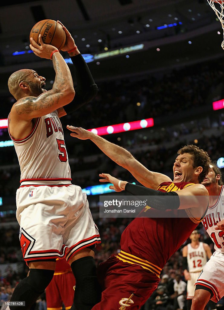 Carlos Boozer #5 of the Chicago Bulls shoots over Luke Walton #4 of the Cleveland Cavaliers on his way to a game high 27 points at the United Center on February 26, 2013 in Chicago, Illinois. The Cavaliers defeated the Bulls 101-98.
