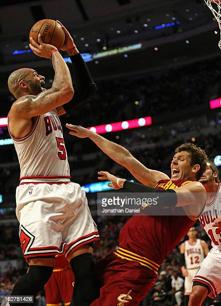 Carlos Boozer of the Chicago Bulls shoots over Luke Walton of the Cleveland Cavaliers on his way to a game high 27 points at the United Center on...