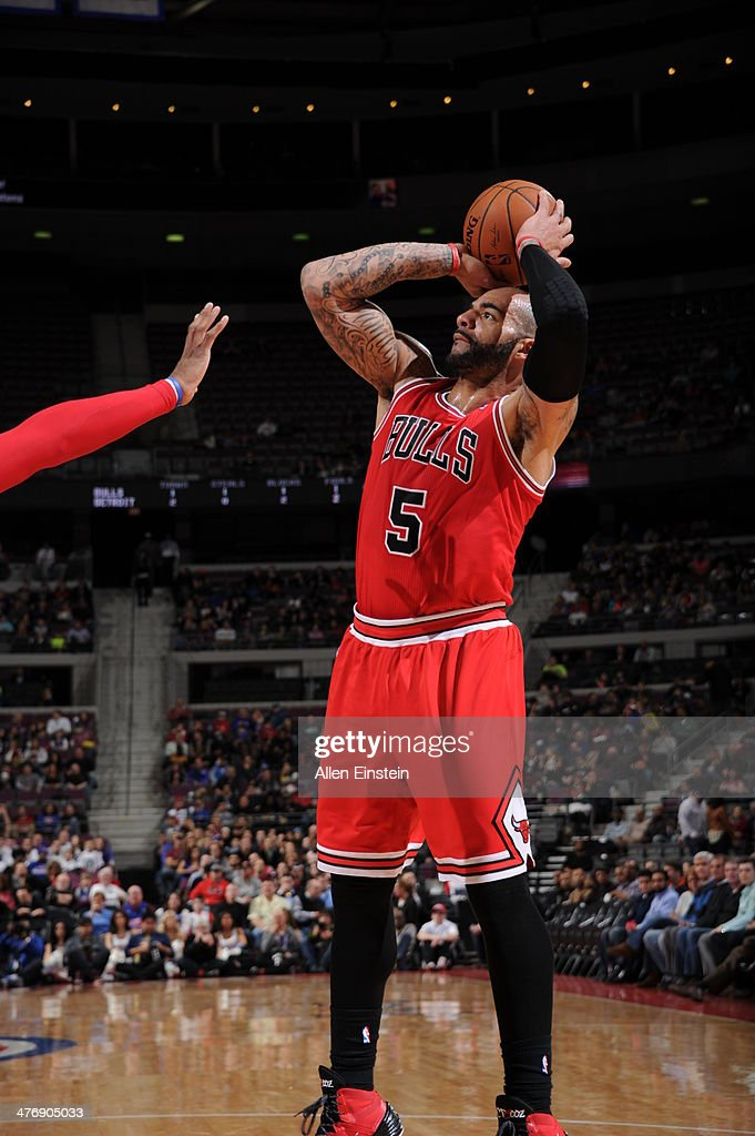 <a gi-track='captionPersonalityLinkClicked' href=/galleries/search?phrase=Carlos+Boozer&family=editorial&specificpeople=201638 ng-click='$event.stopPropagation()'>Carlos Boozer</a> #5 of the Chicago Bulls shoots the ball against the Detroit Pistons during the game on March 5, 2014 at The Palace of Auburn Hills in Auburn Hills, Michigan.