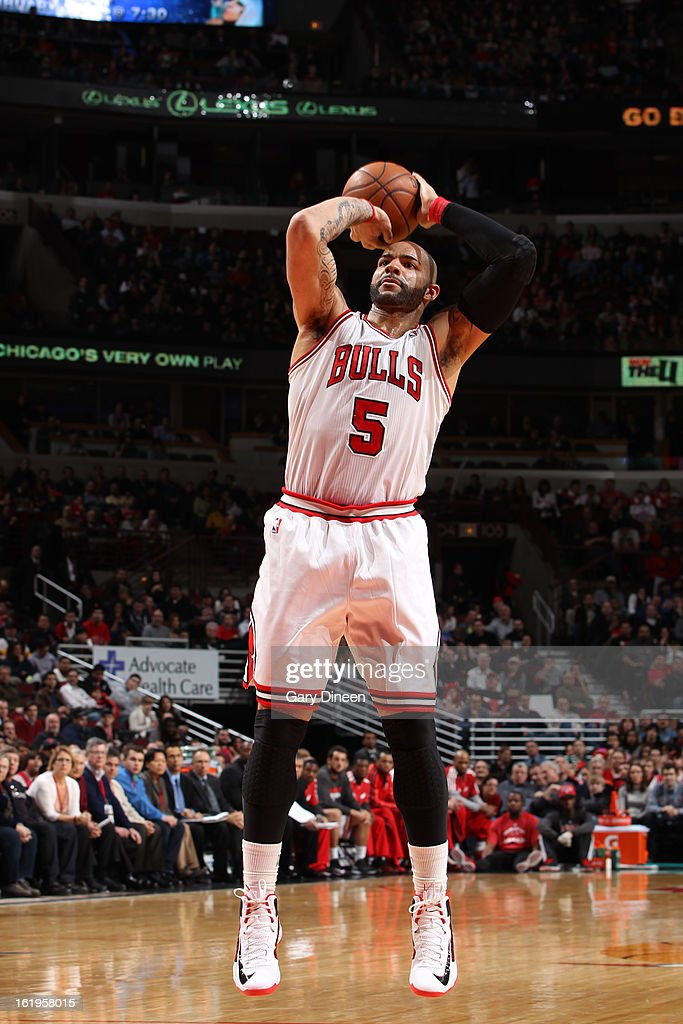 Carlos Boozer #5 of the Chicago Bulls takes a shot against the Detroit Pistons on January 23, 2012 at the United Center in Chicago, Illinois.
