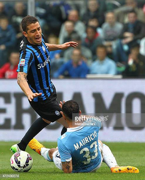 Carlos Carmona of Atalanta BC competes for the ball with Mauricio of SS Lazio during the Serie A match between Atalanta BC and SS Lazio at Stadio...