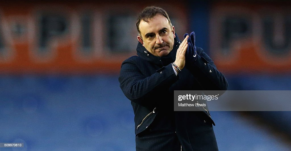 Carlos Carvalhal, manager of Sheffield Wednesday applauds the supporters after the Sky Bet Championship match between Sheffield Wednesday and Brentford at Hillsborough Stadium on February 13, 2016 in Sheffield, United Kingdom.