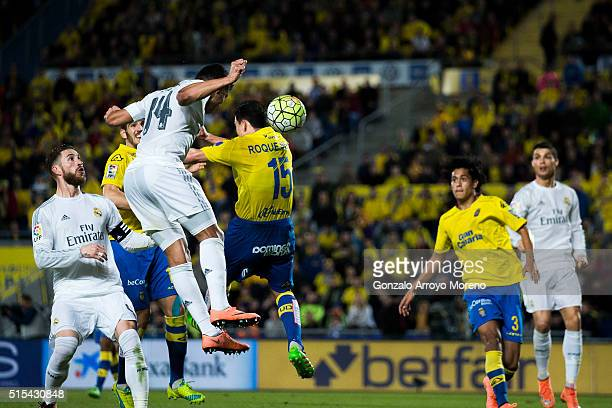 Carlos Casemiro of Real Madrid CF scores their second goal from a header during the La Liga match between UD Las Palmas and Real Madrid CF at Estadio...