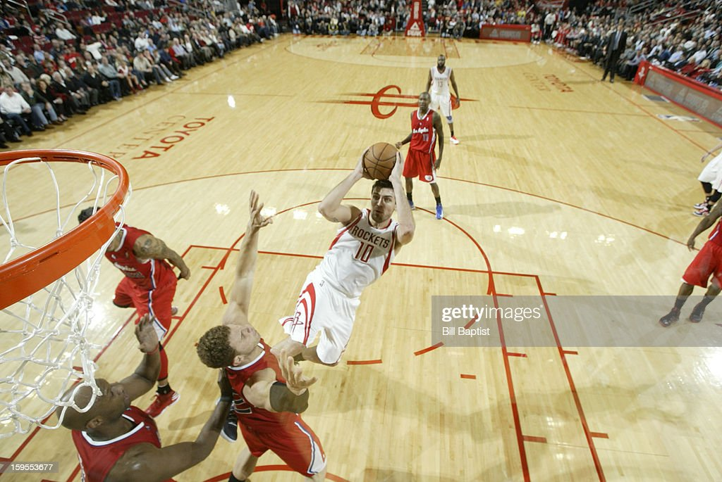 <a gi-track='captionPersonalityLinkClicked' href=/galleries/search?phrase=Carlos+Delfino&family=editorial&specificpeople=206625 ng-click='$event.stopPropagation()'>Carlos Delfino</a> #10 of the Houston Rockets shoots the ball over <a gi-track='captionPersonalityLinkClicked' href=/galleries/search?phrase=Blake+Griffin+-+Joueur+de+basketball&family=editorial&specificpeople=4216010 ng-click='$event.stopPropagation()'>Blake Griffin</a> #32 of the Los Angeles Clippers on January 15, 2013 at the Toyota Center in Houston, Texas.