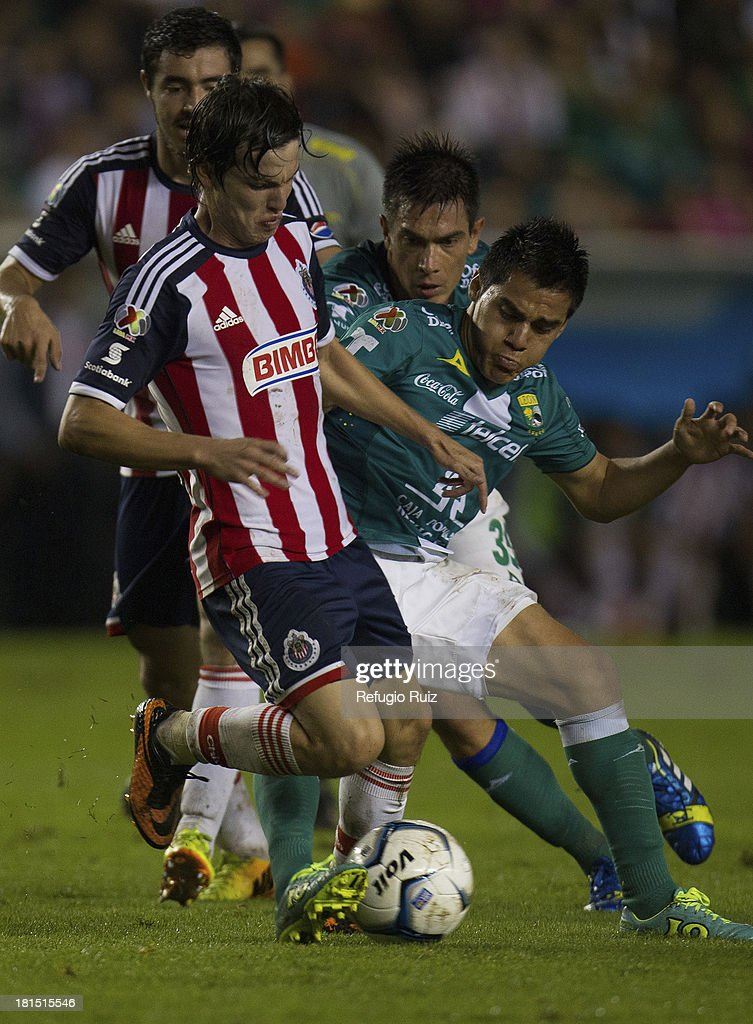 <a gi-track='captionPersonalityLinkClicked' href=/galleries/search?phrase=Carlos+Fierro&family=editorial&specificpeople=7595298 ng-click='$event.stopPropagation()'>Carlos Fierro</a> of Chivas fights for the ball with Ignacio Gonzalez of Leon during a match between Leon and Chivas as part of the Apertura 2013 Liga MX at Leon Stadium on September 21, 2013 in Leon, Mexico.