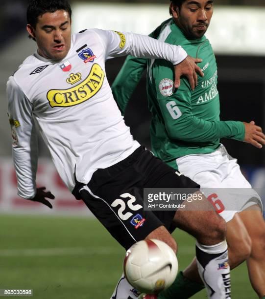 Carlos Garrido of Audax Italiano fails to stop Claudio Bieler of ColoColo during their Copa Sudamericana match 04 September 2007 in Santiago AFP...