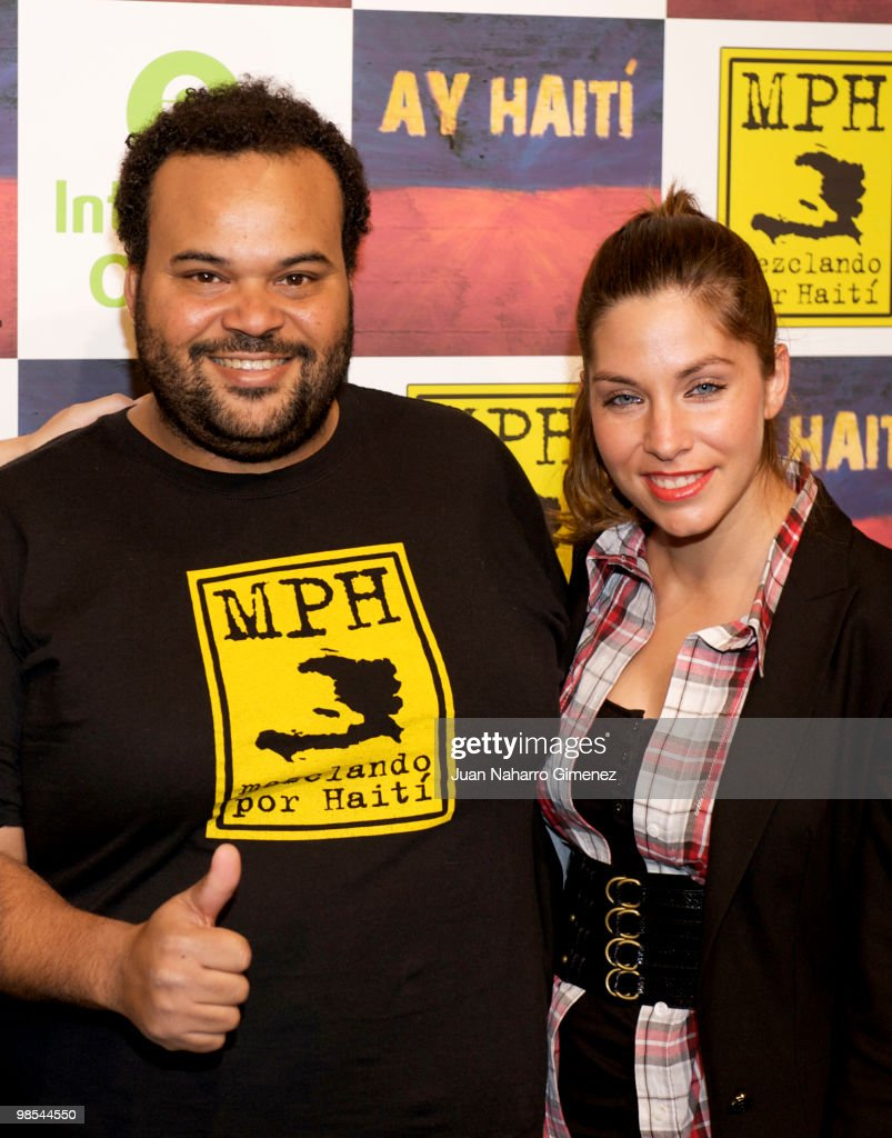 Carlos Jean and Leire Martinez attend the presentation of the song 'Ay Haiti' during a press conference held at Cata Studios on April 19, 2010 in Madrid. 'Ay Haiti' is a new song recorded by 25 Spanish artists, to raise funds for the victims of Haiti, three months after the earthquake. All benefits will be for projects of Intermon Oxfam in Haiti on April 19, 2010 in Madrid, Spain.