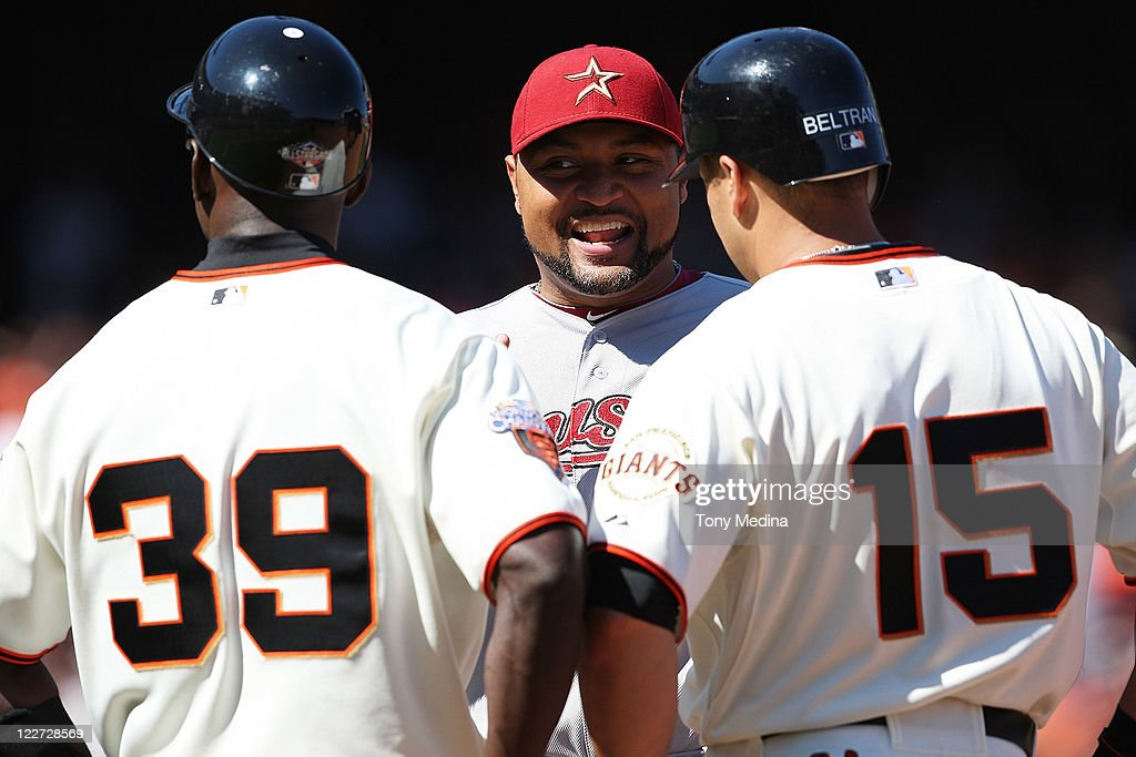 <a gi-track='captionPersonalityLinkClicked' href=/galleries/search?phrase=Carlos+Lee+-+Baseball+Player&family=editorial&specificpeople=203134 ng-click='$event.stopPropagation()'>Carlos Lee</a> #45 of the Houston Astros smiles while talking to Roberto Kelly #39 of the San Francisco Giants and Carlos Beltran #15 of the San Francisco Giants during a game between the Houston Astros and the San Francisco Giants at AT&T Park on August 28, 2011 in San Francisco, California.
