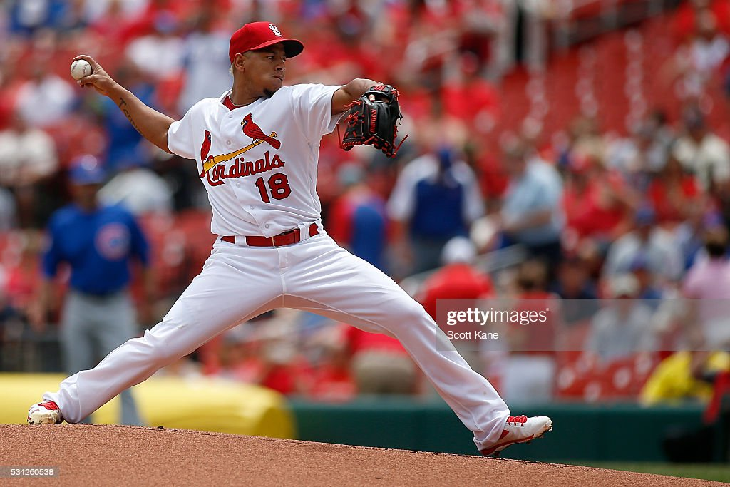 Carlos Martinez #18 of the St. Louis Cardinals pitches against the Chicago Cubs during the first inning at Busch Stadium on May 25, 2016 in St. Louis, Missouri.