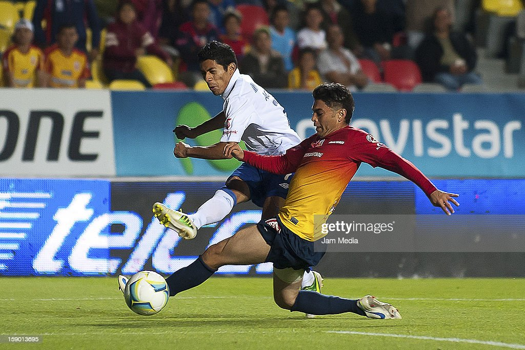 Carlos Morales (R) of Morelia struggles for the ball with <a gi-track='captionPersonalityLinkClicked' href=/galleries/search?phrase=Javier+Aquino&family=editorial&specificpeople=7218711 ng-click='$event.stopPropagation()'>Javier Aquino</a> (L) of Cruz Azul during a match as part of the Clausura 2013 Liga MX at Morelos Stadium on january 04, 2013 in Morelia, Mexico.